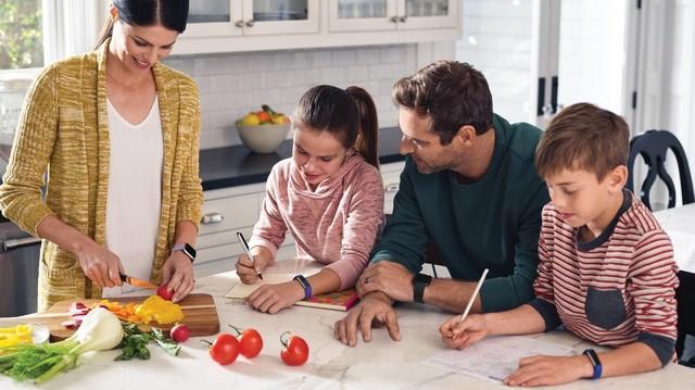 Fitbit Versa néven új okosóra és Fitbit Ace néven gyerekeknek tervezett aktivitásmérő érkezik