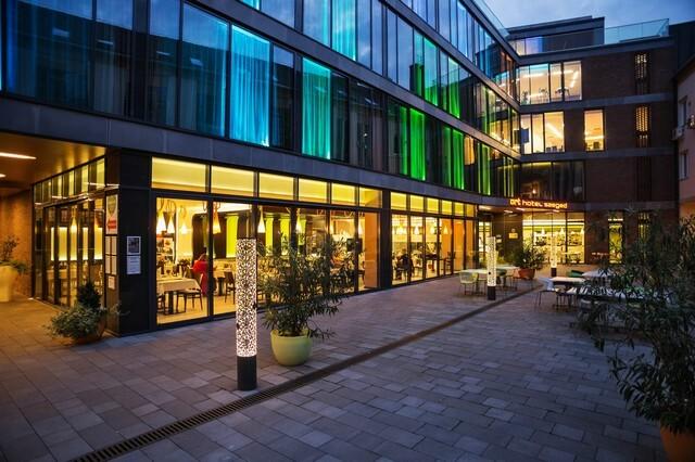 Jótékonysági eseménnyel ünnepel az ötéves Art Hotel Szeged