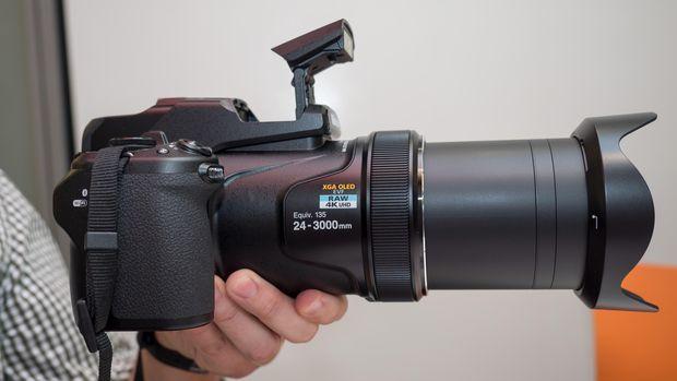 A fényképezőgép, amely távcsónek képzeli magát