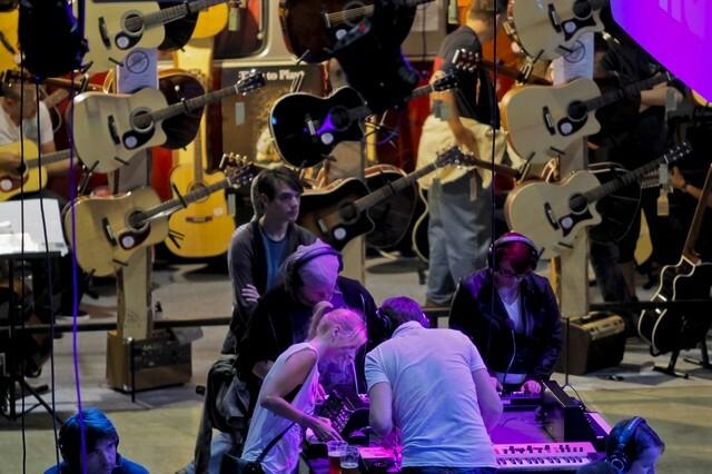 Ismert zenészek gitárjait állítják ki a Budapest Music Expón